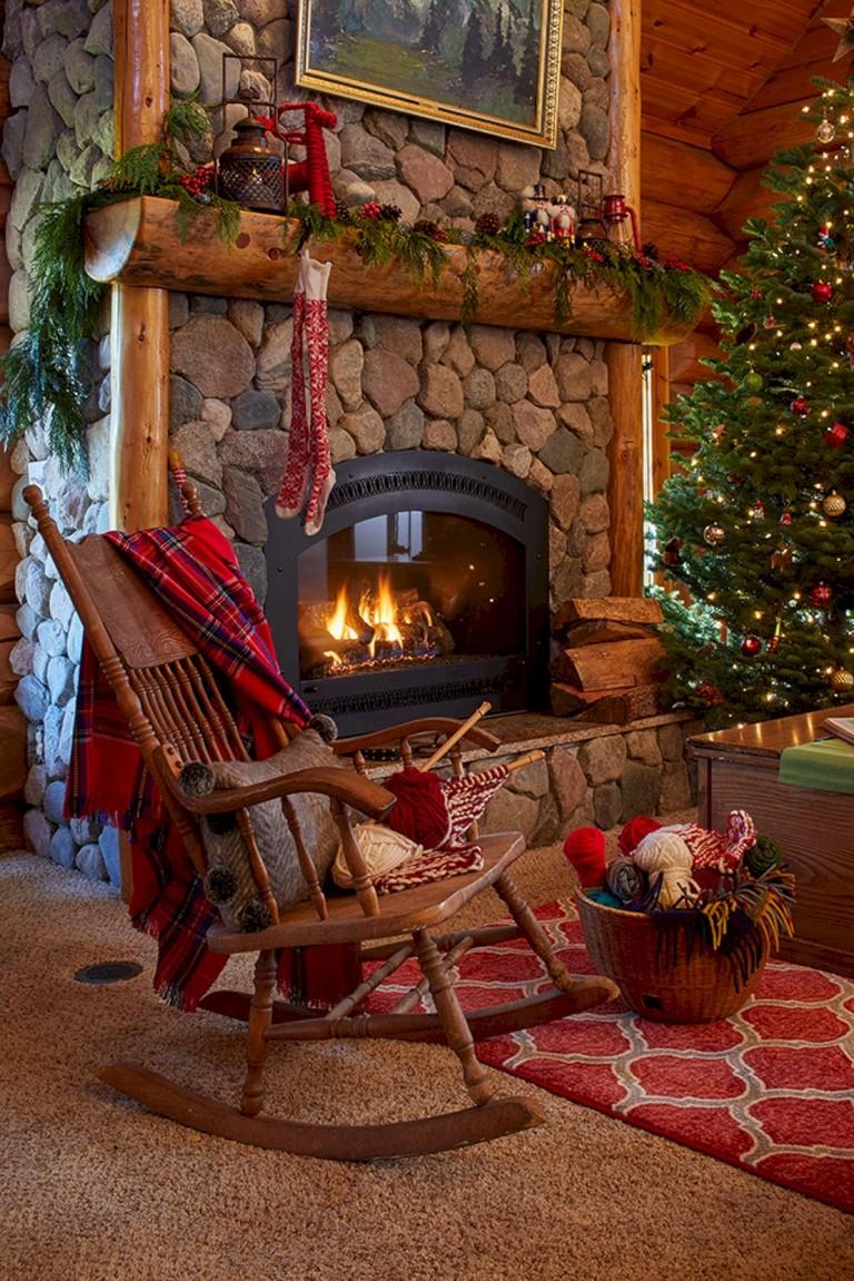 40+ Beautiful Christmas Fireplace Decor Ideas - Page 6 of 50